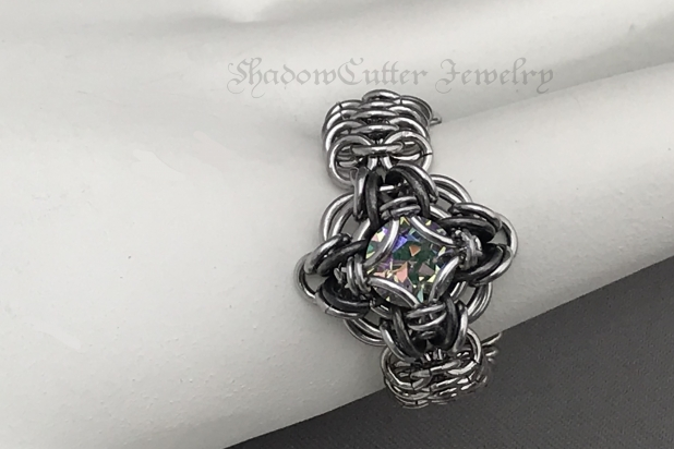 Paradise shine crystal ring Celtic labyrinth